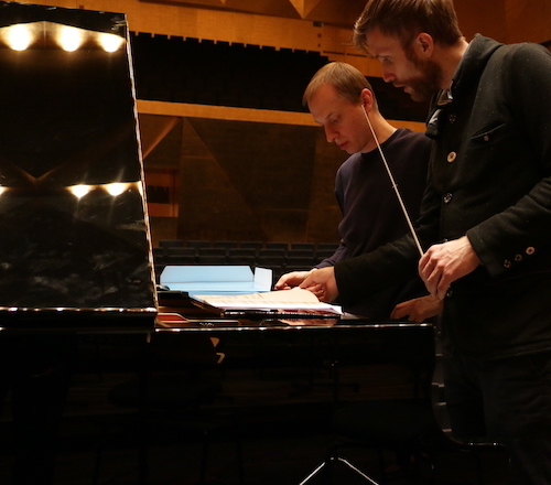 Dominik Wania plays this hybrid, half improvised half written out piano concerto